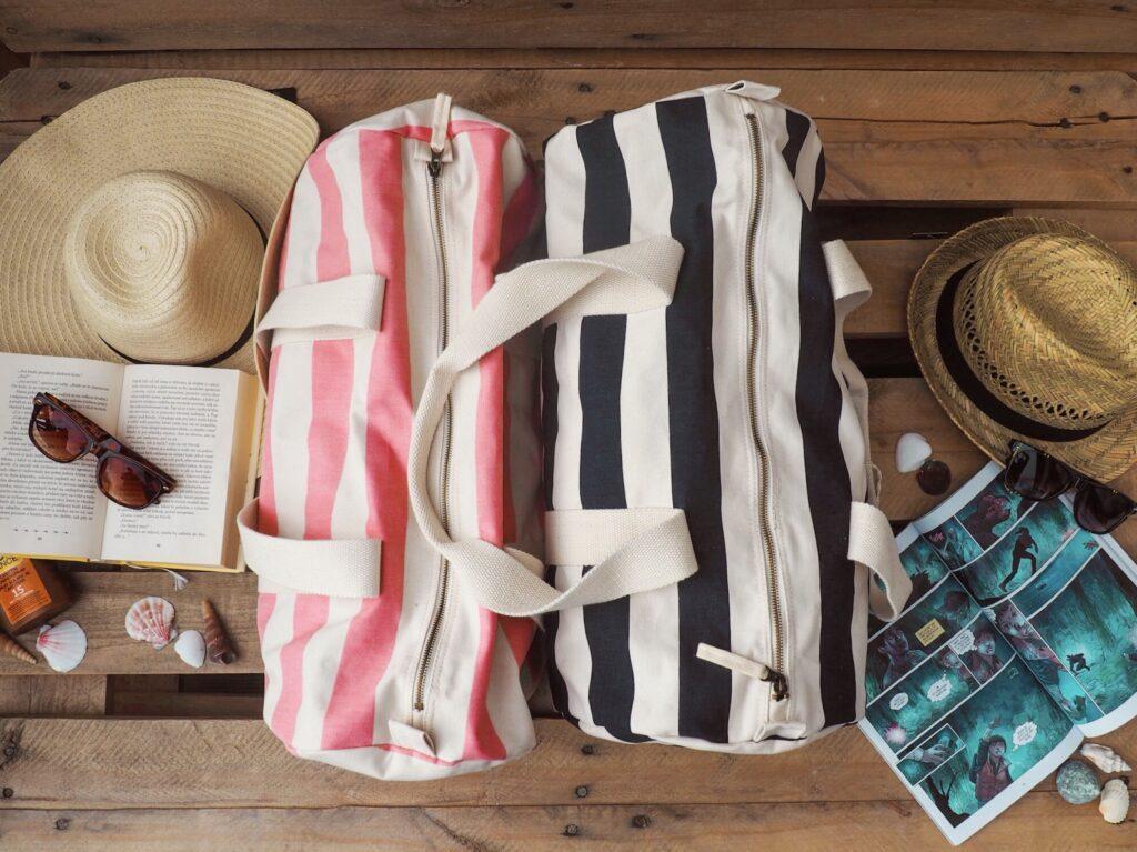 Letní slamáky a barelové tašky